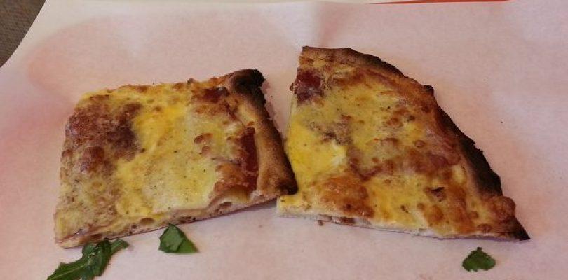 Pizza alla carbonara, un'idea tutta da gustare