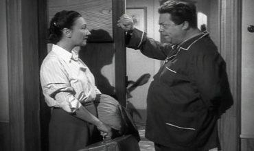 Cameriera bella presenza offresi: carbonara, anno 1951
