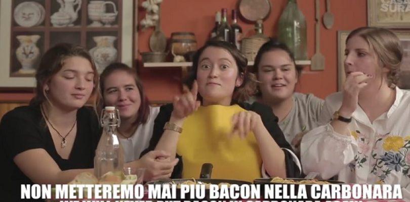 Gli stranieri assaggiano il cibo italiano… e la carbonara