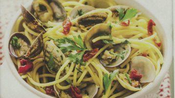 Diva Cucina, gli spaghetti alle vongole con accento carbonaro